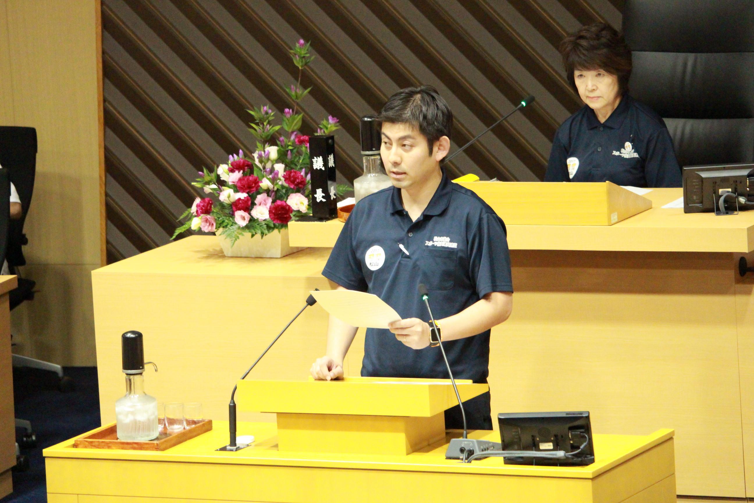 9月議会閉会、会派代表で討論